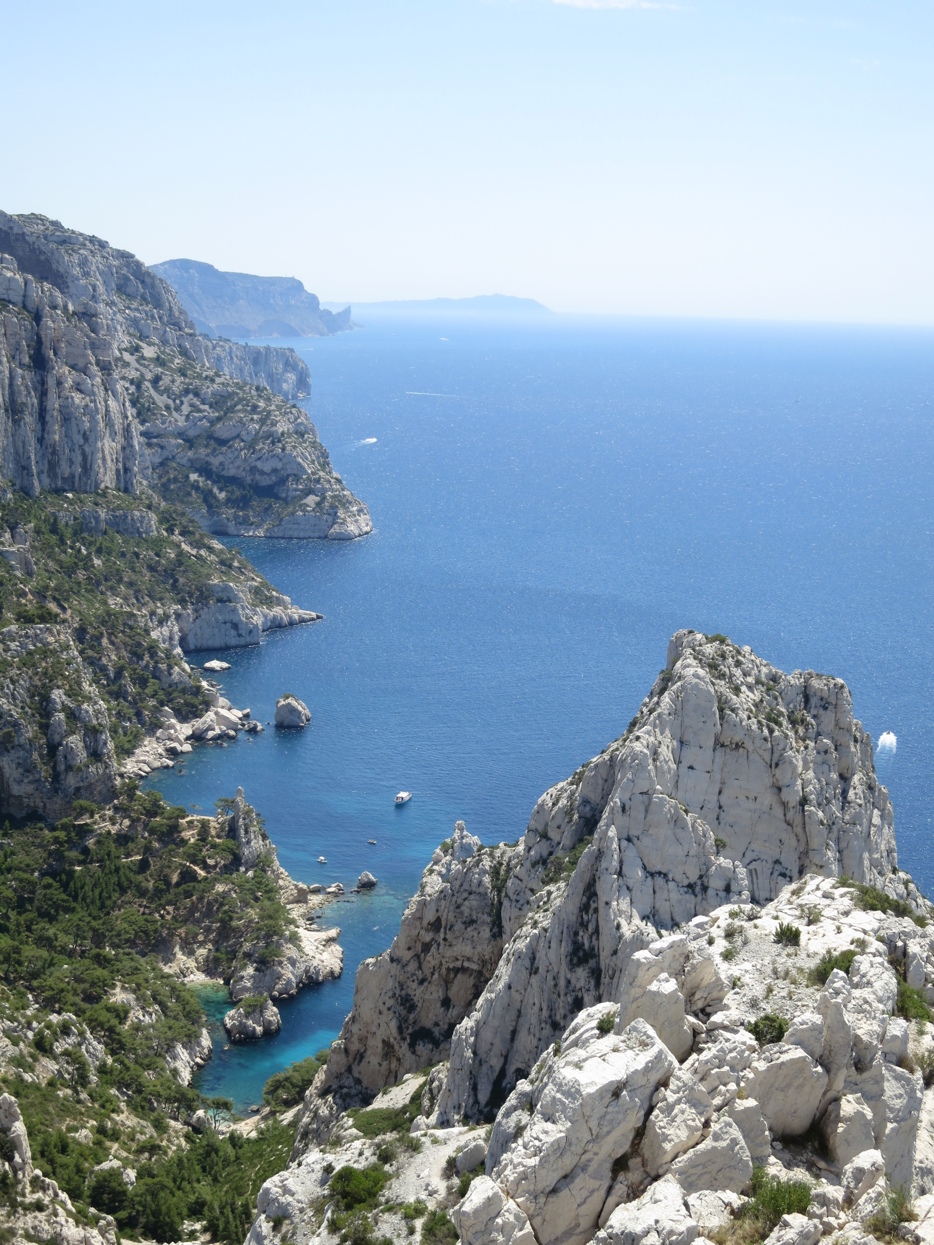 hiking through the calanques in marseille and cassis travelling the world making a mess. Black Bedroom Furniture Sets. Home Design Ideas