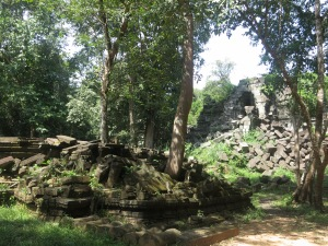 Trees and rubble at Beng Mealea