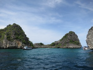 The lagoon in the centre of the five islands of Koh Ha, viewed from our dive boat