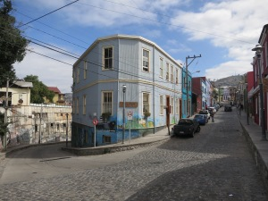 A visual summary of Valparaíso:  bright colours and steep hills
