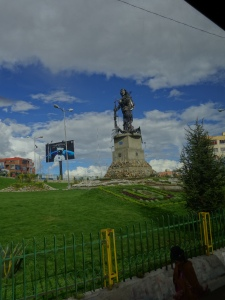 For lack of many other interesting photos, here's a weirdo statue I spotted out the bus window in La Paz one afternoon